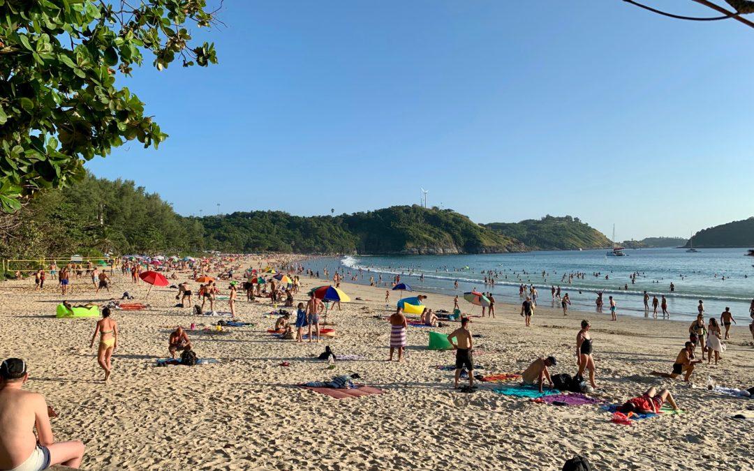 Nai Harn Beach auf Phuket in Thailand